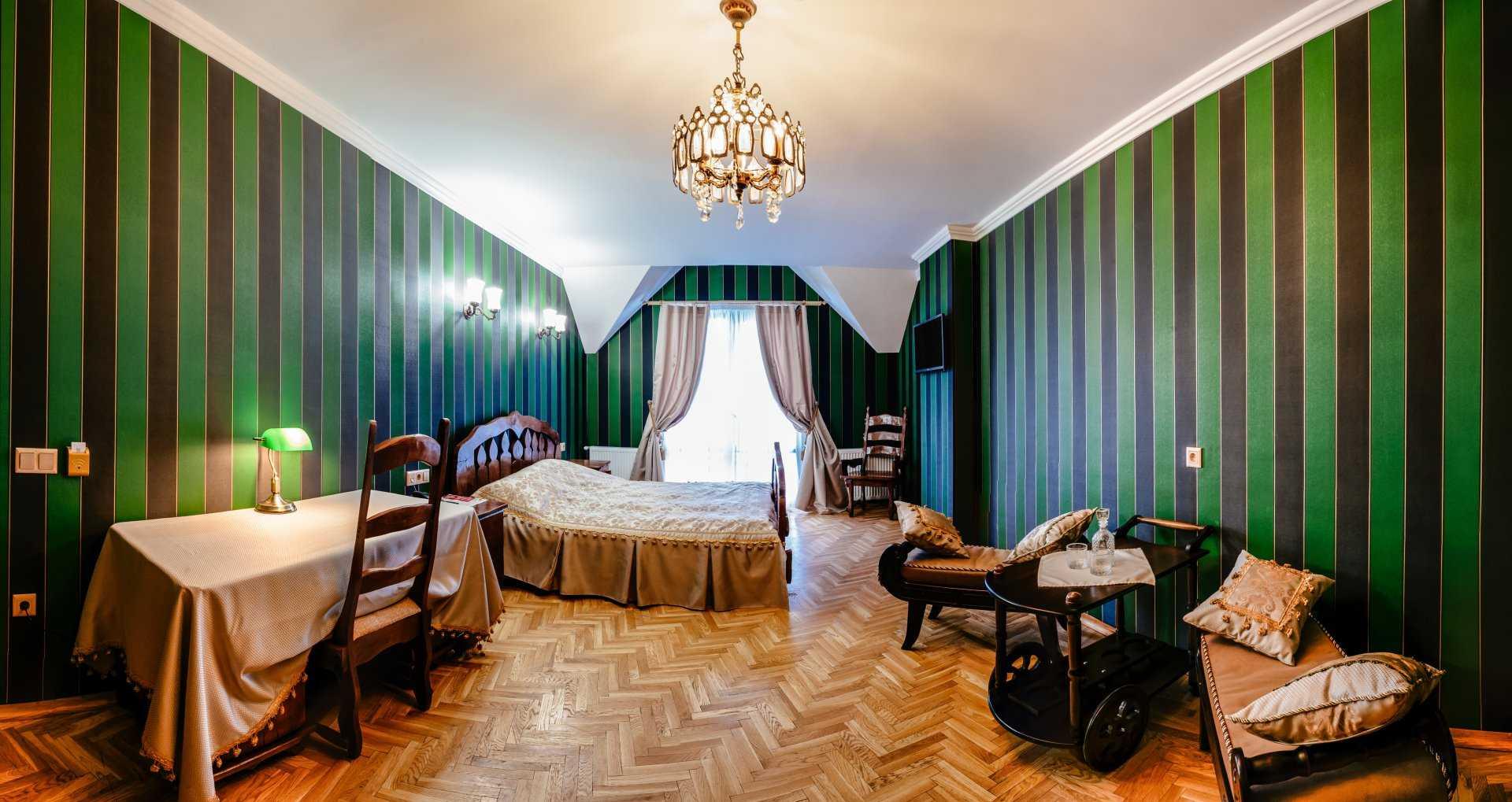 Полулюкс Классика - номер на 2-х гостей в классическом стиле