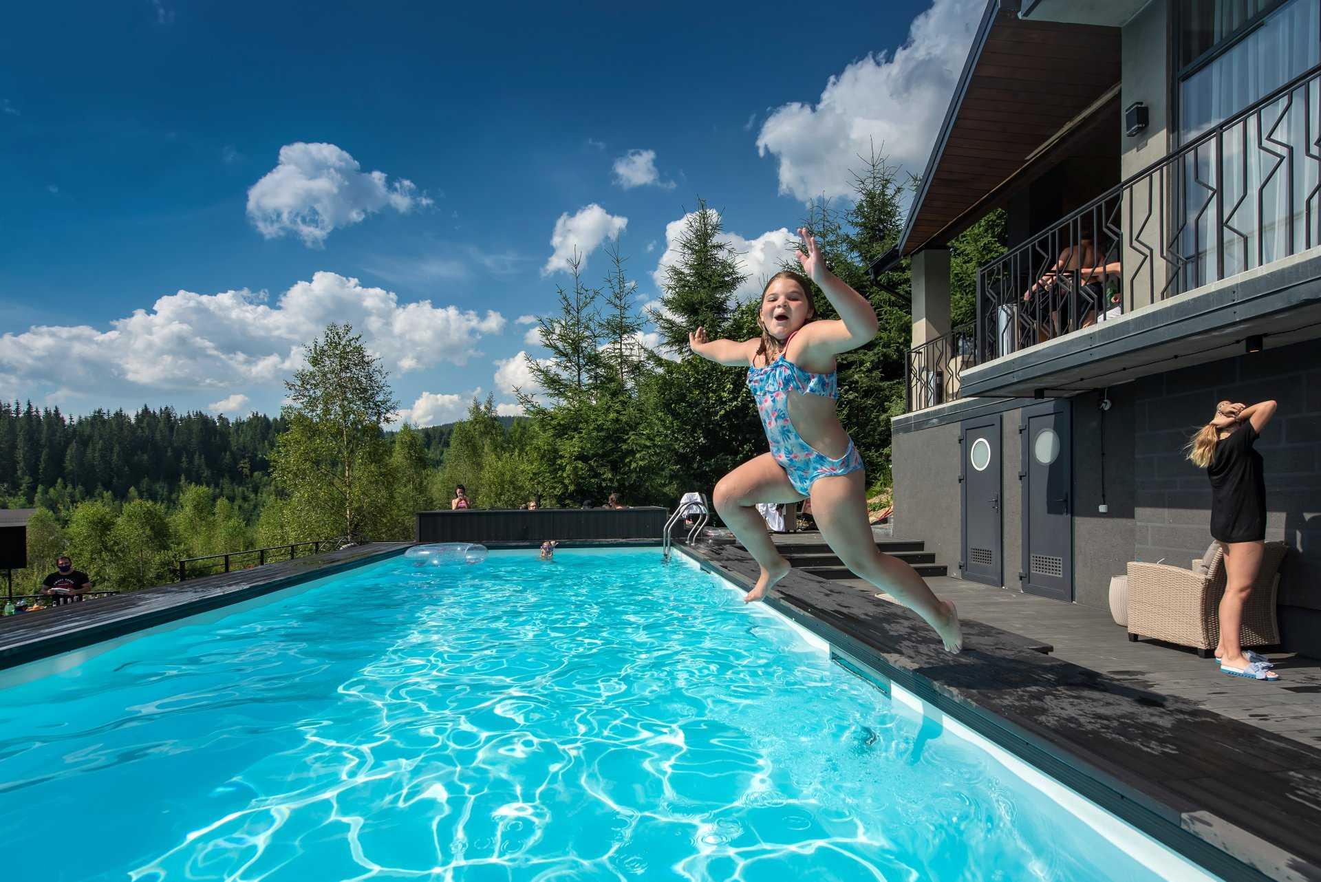 Отель с басейном на Буковеле