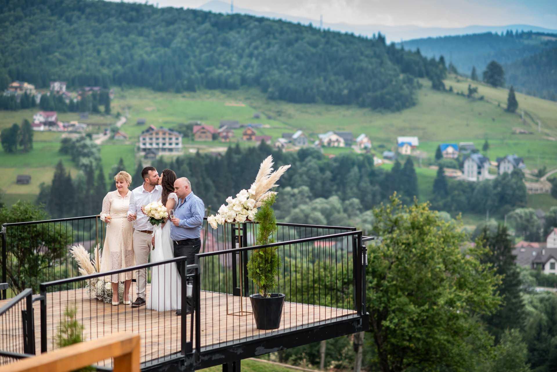 Весілля в Карпатах у готелі Стара правда